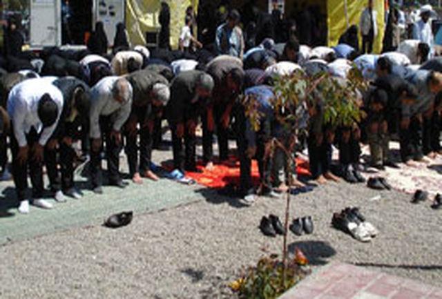 اقامه نماز جماعت در 22 بوستان همدان