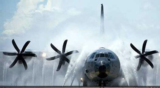 هواپیما ها چگونه شسته میشوند؟+ عکس