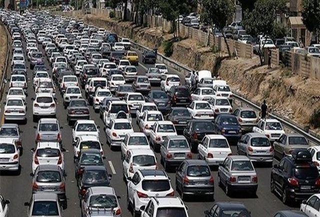 ترافیک در آزادراه کرج - تهران نیمه سنگین است