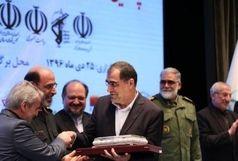 نشان مدیر جهادی به وزیر بهداشت اعطا شد