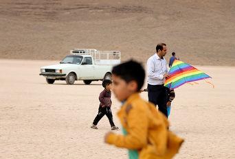 جشنواره نوروزی  بادبادکها در روستای غدیر - هفتهر یزد