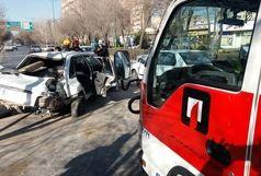 تصادف یک پراید در اتوبان چمران حادثه ساز شد+ عکس