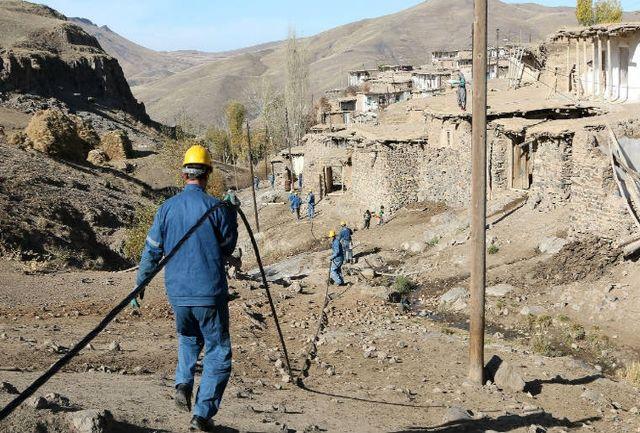 شبکه های برق سه روستای مارگون کابلی شد