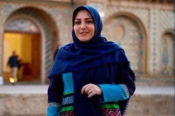پخش برنامه صبحگاهی در شبکه خبر/ گویندهای که اجرا می کند