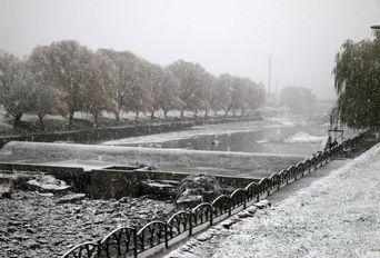 بارش اولین برف پاییزی در ارومیه