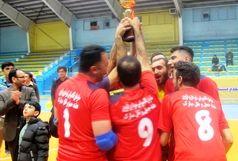 تاکسیرانان شهرداری قزوین جام قهرمانی را بالای سر بردند