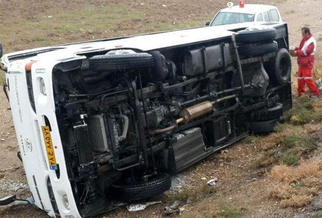 19 مصدوم در حادثه واژگونی مینیبوس در محدوده روستای سرطاق
