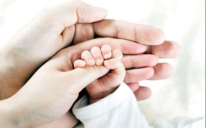 والدین درمقابل چشم کودکشان به یکدیگر ابراز علاقه کنند