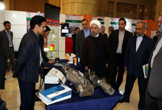 بازدید دکتر روحانی از نمایشگاه محصولات شرکتهای دانش بنیان