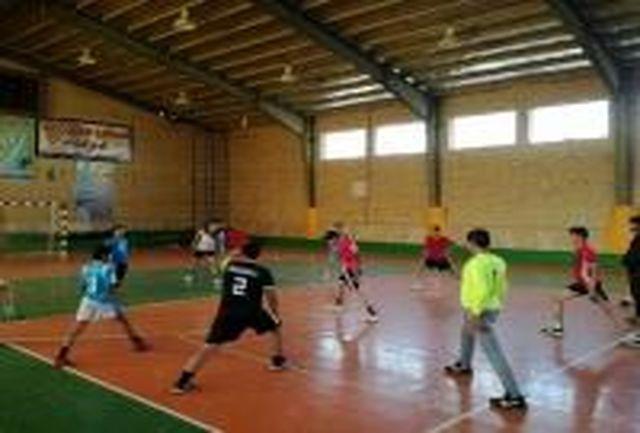 حضور هندبالیست های نونهال استان در مسابقات منطقه 6 کشور