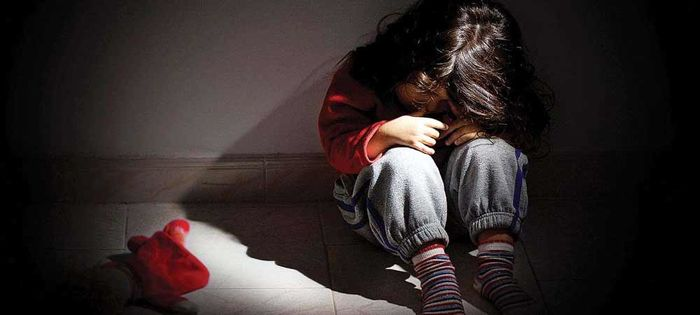 نامادری معتاد دخترک ۸ساله و پسرک ۱۲ساله بشدت آزار داد