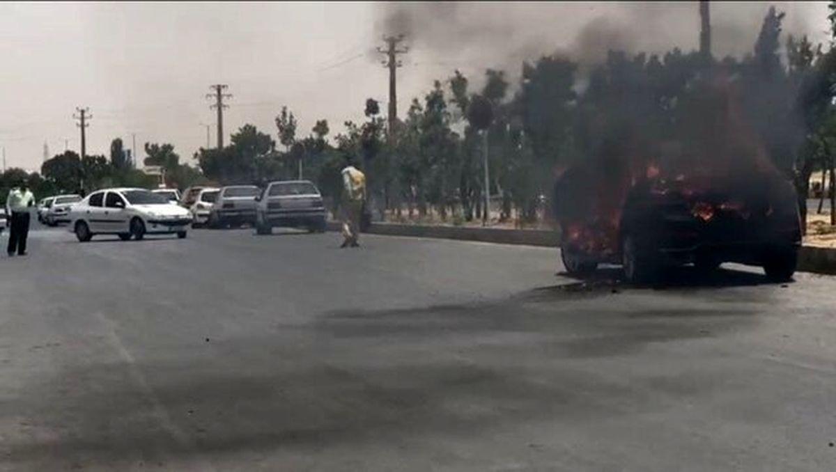 روایت به آتش کشیده شدن خودرو در مقابل مجتمع کیفری و حقوقی اراک