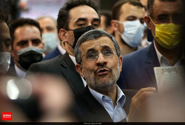 احمدی نژاد برای انتخابات ریاست جمهوری ثبت نام کرد
