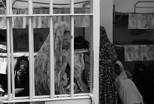 زنان یک سوم جمعیت زندانها را تشکیل میدهند/ نداشتن اطلاعات  حقوقی اقتصادی، زنان را به زندان کشانده است