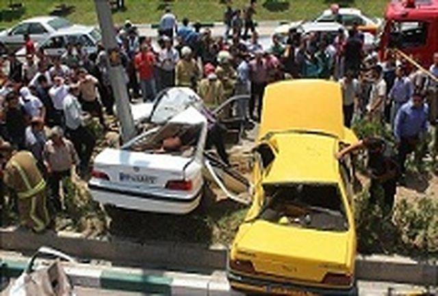 برخورد شدید دو خودروی سواری 3 مجروح بر جای گذاشت