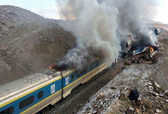 تصادف فجیع دو قطار مسافربری/ دستکم ۳۰ نفر کشته شدند