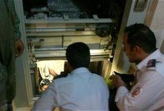 امداد رسانی به ۵ شهروند محبوس در ۲ حاثه آسانسور
