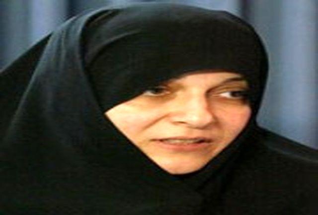 خواستار تعیین لایحه برای بیمه زنان خانه دار از دولت شد