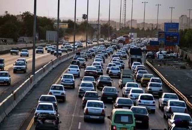 ترافیک نیمه سنگین در آزاد راه تهران - کرج