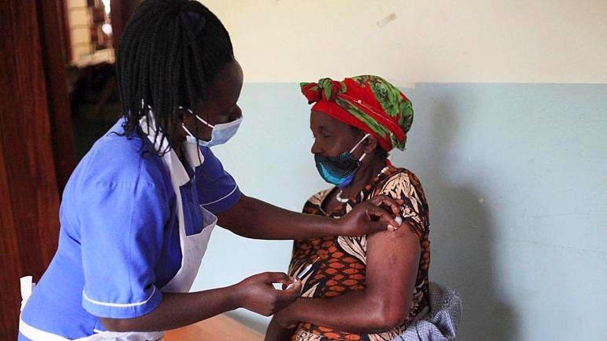 تزریق صدها دوز واکسن تقلبی در یک کشور