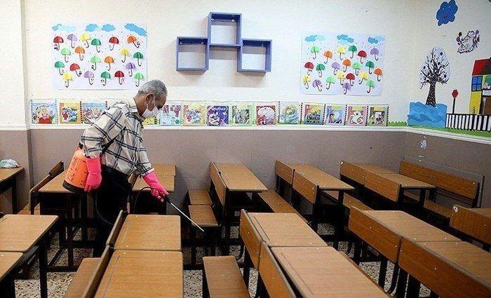عملیات ضدعفونی مدارس قرچک بطور کامل انجام شد