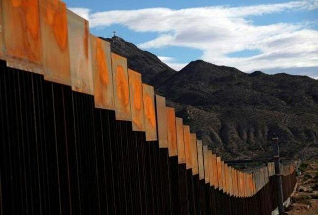 پرتاب دو کودک خردسال از دیوار مرزی