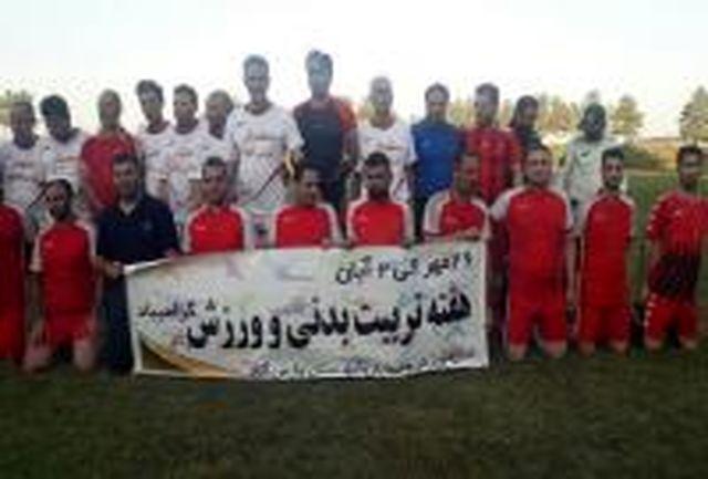مسابقه فوتبال دوستانه در شهرک کشت و صنعت پارس آباد برگزارشد