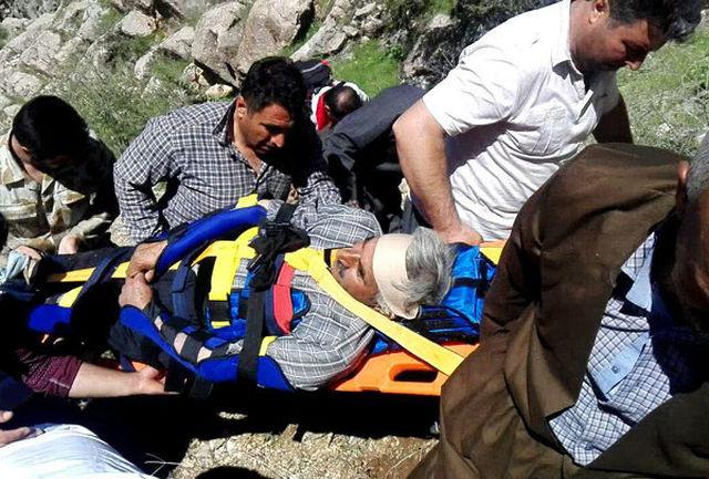 یک کوهنورد مصدوم در کامیاران از سوی امدادگران هلال احمر نجات یافت