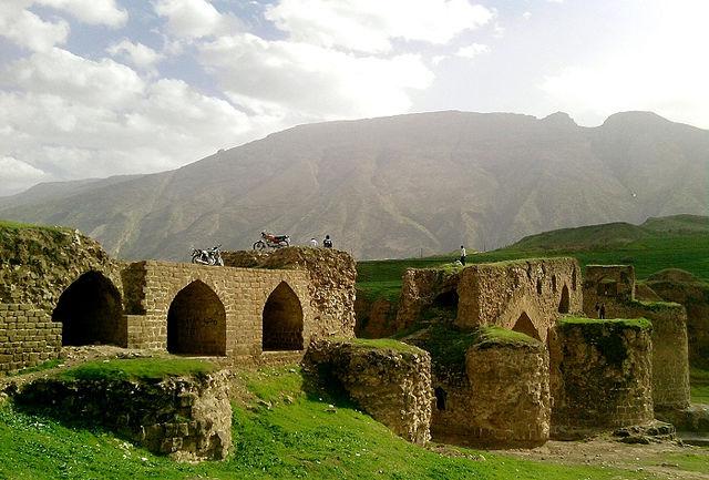 استقبال گردشگران خارجی از اقامتگاه بومگری گاومیشان در استان ایلام