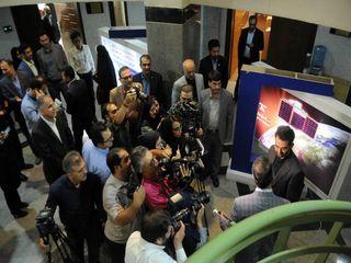 بازدید رسانه ای از ماهواره در حال آماده سازی ناهید 1 با حضور وزیر ارتباطات