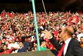 شاخههای گل کالدرون تقدیم به هواداران/ دو بازیکن پارس تشویق شدند
