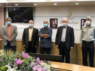 اهدای تندیس دریاقلی سورانی به وزیر بهداشت