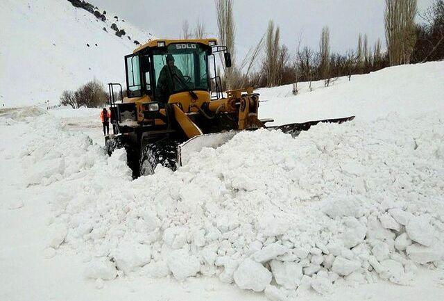 بارش برف در ارتفاعات مشگین شهر همزمان با کوچ عشایر