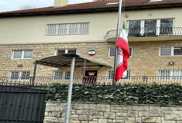 پرچم سفارت کشورمان در زاگرب امروز نیمه افراشته بود