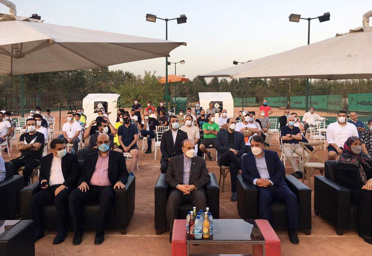 وزیر ورزش و جوانان در مسابقه فینال تنیس ۱۰۰۰ امتیازی حاضر شد