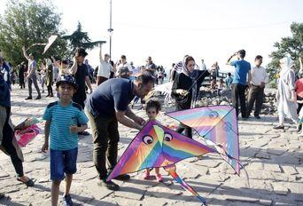 جشنواره خانوادگی پرواز بادبادک ها - بام سبز لاهیجان