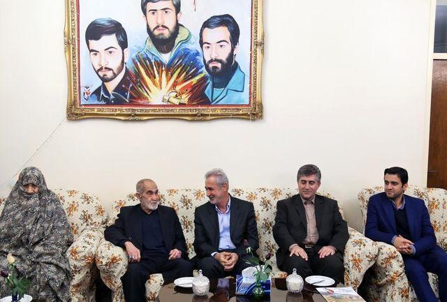 استاندار آذربایجان شرقی با خانواده شهیدان آذرآبادی حق دیدار کرد