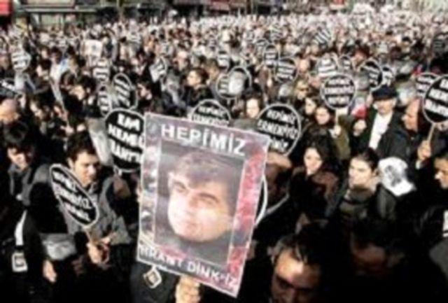 ارامنه در اعتراض به عدم رسیدگی به پرونده قتل یک روزنامه نگار راهپیمایی کردند