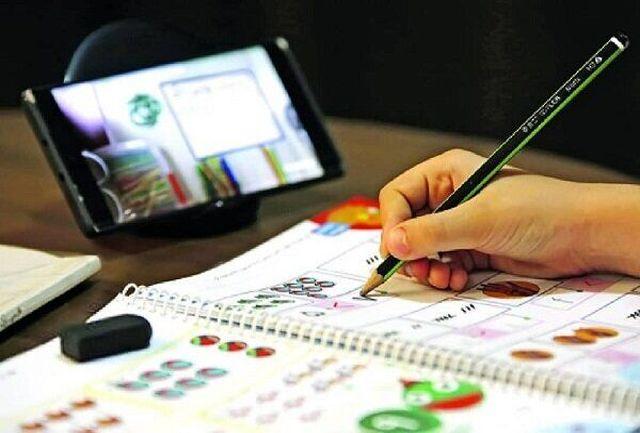 بیش از ۳۰۰ تبلت و گوشی هوشمند به دانش آموزان در مناطق محروم اهدا شد