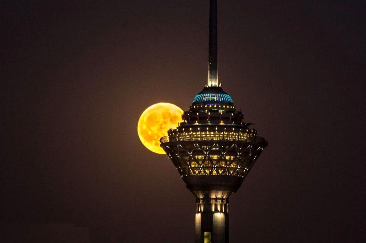 برج میلاد نیروگاه برق اختصاصی دارد/ چراغ های غیرضروری برج خاموش است