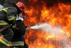 آتش گرفتن انبار ضایعات در زنجان