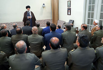 دیدار فرمانده کل ارتش و جمعی از فرماندهان نیروی زمینی با رهبر انقلاب