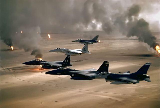 جنگندههای ناو آمریکایی بر فراز شرق مدیترانه و خلیج عمان پرواز کردند