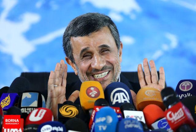 احمدی نژاد دچار معلولیت ذهنی شده است/ او را فورا در بیمارستان روانی بستری کنید