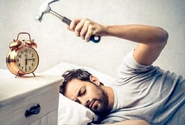 چرا صبحها مدام احساس خستگی میکنیم؟