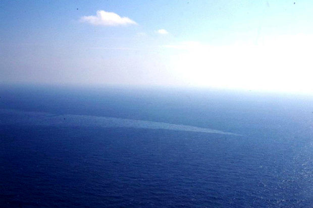 مشاهده دو لکه نفتی بزرگ در خلیج فارس
