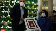 اهدای مدال آسیایی سرپرست تیم بسکتبال پالایش نفت آبادان به کادر درمانی بیمارستان طالقانی