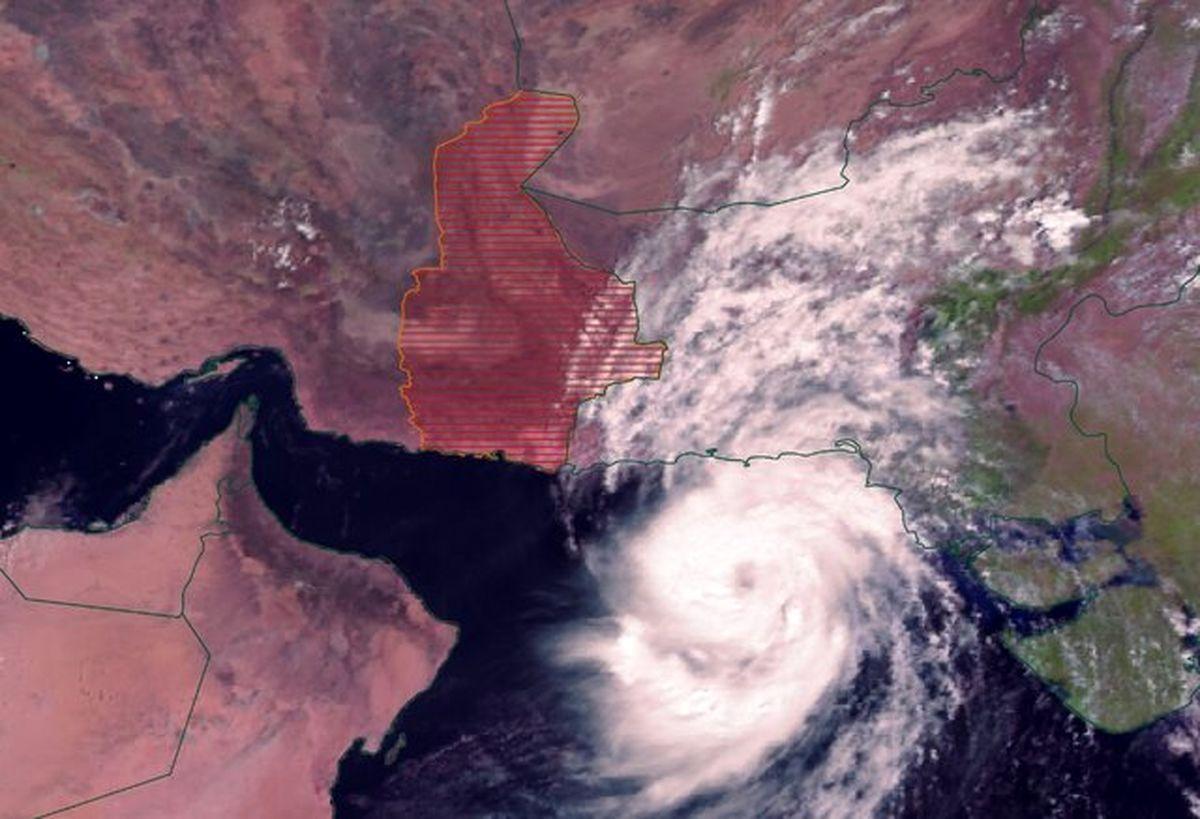 """ممنوعیت دریاروی شناورهای صیادی به علت وقوع طوفان """"شاهین"""""""