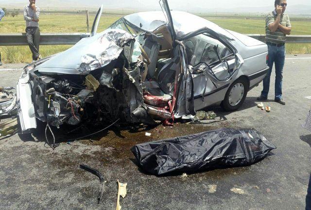 مصدومیت سه نفر در واژگونی خودروی سمند در نهاوند