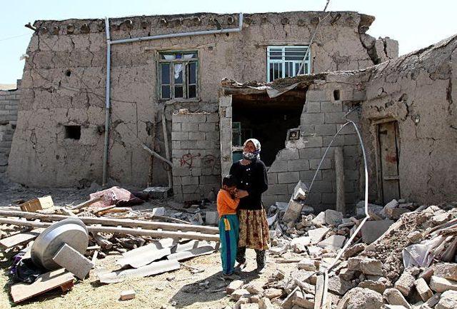 زلزله خرم آباد خانه های روستایی را  ویران کرد